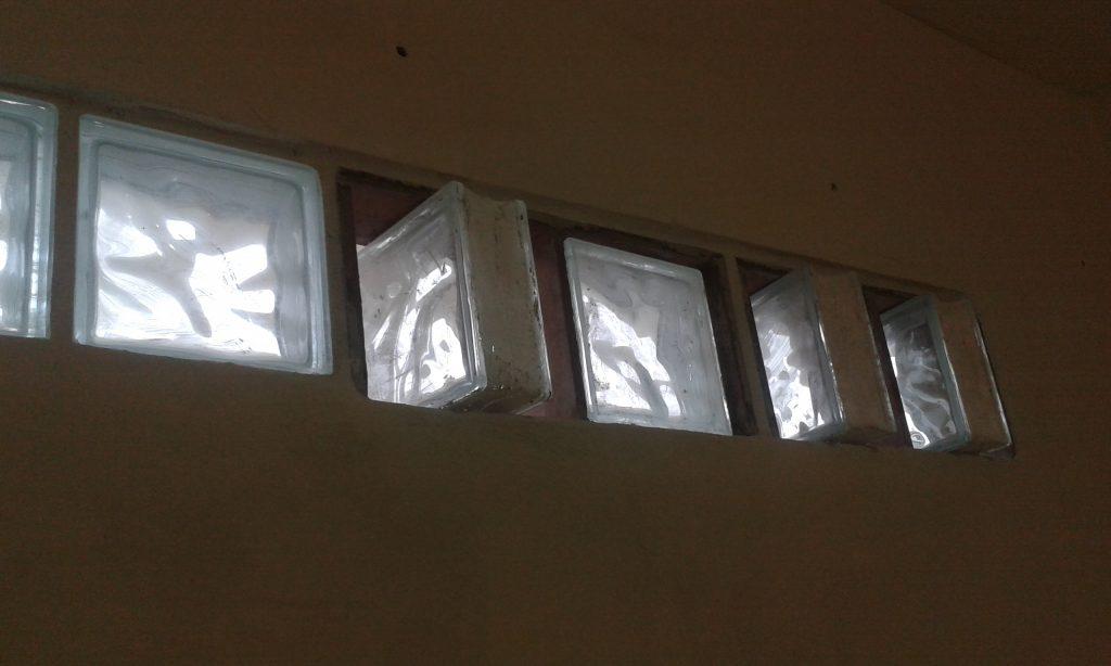 Entrada de Luz e Ar - Elementos de vidro que abrem e fecham